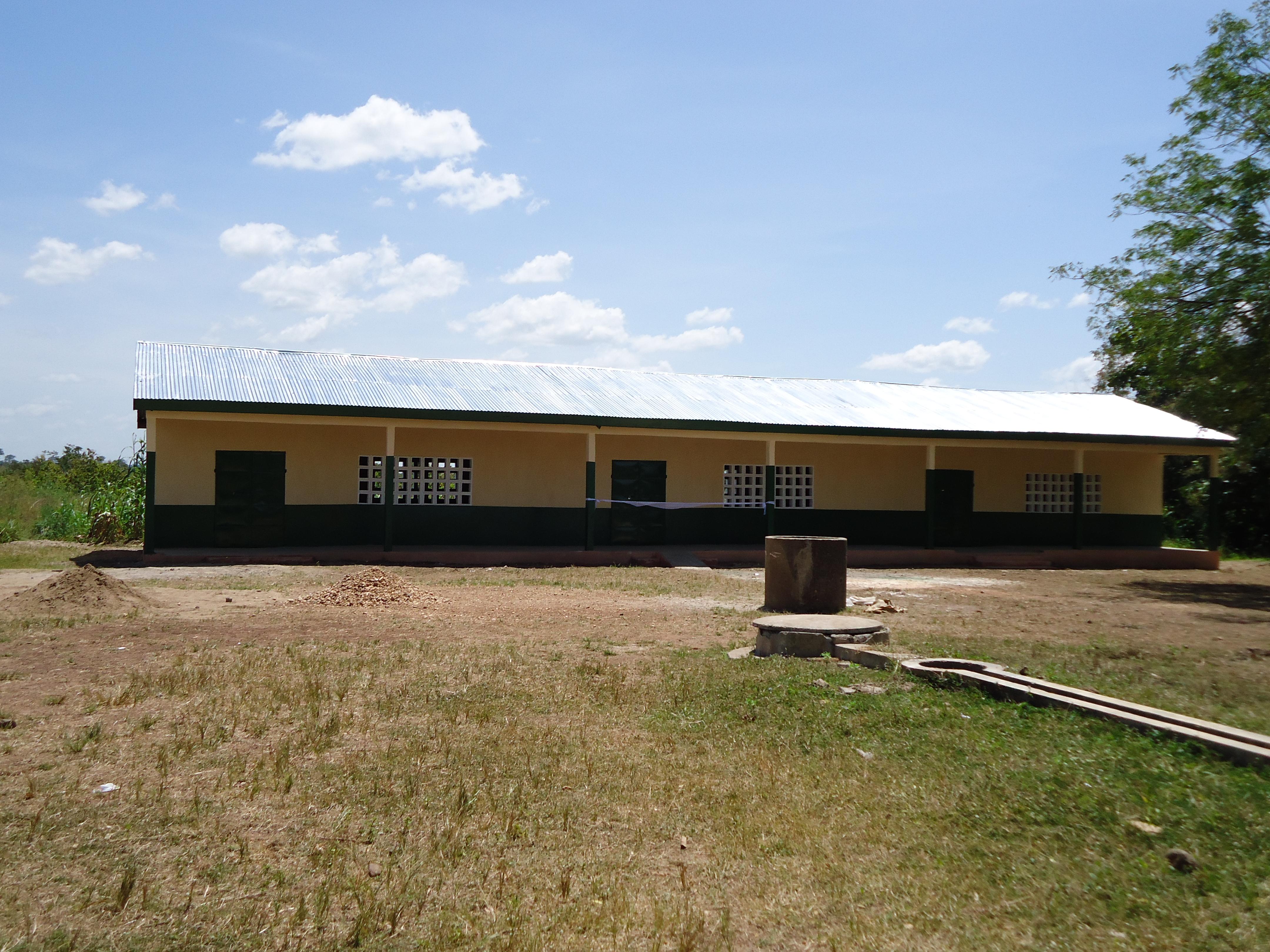 Réfection d'un bâtiment au village de Campement